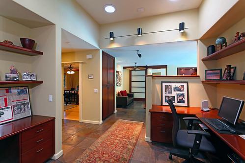 4641 South Lane - (23) study station
