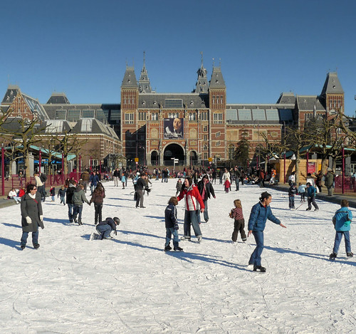 Ice skating in the heart of Amsterdam por B℮n.