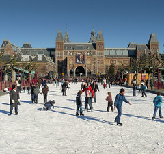 Ice skating in the heart of Amsterdam (Bn) Tags: winter ice amsterdam children fun museumplein iceskating skating wonderland rijksmuseum ijsbaan skatingrink museumsquare