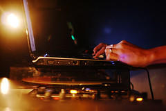 Bodas de Pixel de Ian Black e Marina Santa Helena (poperotico) Tags: brasil notebook hands dj saopaulo mixer ordenador manos turntable flare mãos djing picape lapop ianblack audiodelicatessen marinasantahelena bodasdepixel