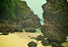 Throe The Beach -     (Aziz J.Hayat   ) Tags: beach thailand romance kuwait patong aziz hayat q8 the  throe