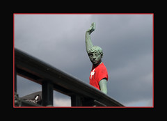 swiss soccer fan (Toni_V) Tags: sculpture statue switzerland football europe dof soccer zurich 2008 uefa d300 ganymed euro2008 toniv uefaeuro2008 toniv