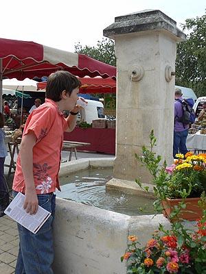 fontaine de Coustellet.jpg