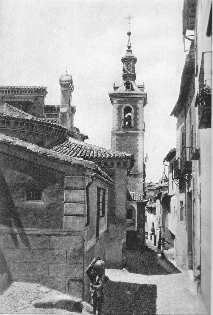 Niño aguador junto a la Iglesia de San Justo. Foto Rodríguez