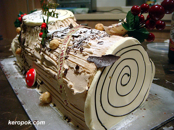 Log cake from Bengawan Solo