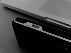 Dclencheur (moitoi's Flickr) Tags: white black macro table book nokia mac noir ericsson sony contraste pro weiss blanc bois k800i shwarz luminosit n82 dclencheur