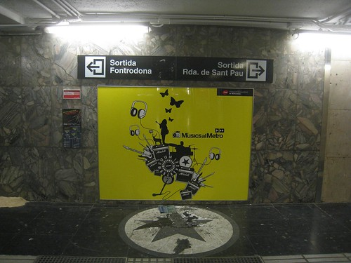 A common spot for performers in the Barcelona metro