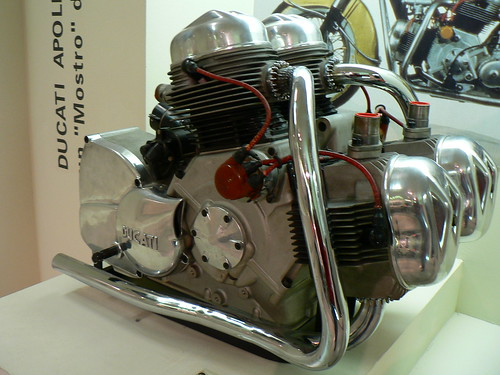 4 cilindros Ducati (174kg)