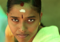 Woman - India (Eric Lafforgue) Tags: india face democracy eyes sweet explore indie indi indien hind indi inde hodu southasia indland  hindistan indija   ndia hindustan   lafforgue   ericlafforgue hindia  bhrat 703355  indhiya bhratavarsha bhratadesha bharatadeshamu bhrrowtbaurshow  hndkastan