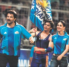 Tashan Team at Mumbai Indians IPL match (BubbleOnFire) Tags: kareenakapoor ipl tashan indianpremierleague mumbaiindians