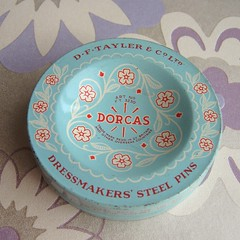 Dorcas Pins Tin (Joey's Dream Garden) Tags: stilllife macro thread closeup vintage sewing secondhand haberdashery bargains charityshop cottons cottonreels