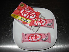 Mitsuwa Marketplace: Nestle - Kitkat - strawberry (uncovered)