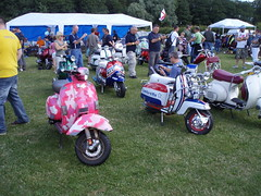 custom show (mark & anne's photos) Tags: vespa rally lambretta scooters custom scooterrally bretta ronniebiggs