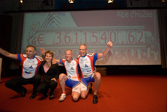 20081006-053 (Alpe d'HuZes) Tags: amsterdam cancer vu fietsen alpe amsterdan doel kwf goede kanker dhuzes alpedhuzes peterkapitein coenvanveenendaal geldoverdracht fredooms©