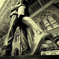 The Meeting Place (photocillin) Tags: sculpture london station sepia kiss legs sigma meeting wideangle trainstation heels 1020mm embrace stpancras paulday meetingplace artcafe icegallery artlegacy proudshopper bwartaward photocillin artcafedomidoexhibitionscomein ycc2
