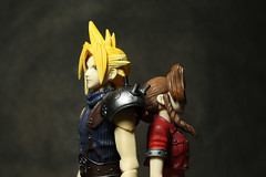 Cloud and Aeris (Maurdyn) Tags: cloud ff7 finalfantasyvii aeris cloudstrife playarts aerithgainsborough squareenixplayarts