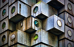 Living in boxes ([Kantor]) Tags: windows tower window japan horizontal closeup architecture canon circle hotel tokyo ginza arquitectura order citylife capsule nopeople stack ventanas    boxes shape abundance japon nakagin tokio shinbashi inarow asbestos kantor capsula kurokawa  cajas kisho tokyoprefecture capitalcities colorimage largegroupofobjects amianto buildingexterior 400d