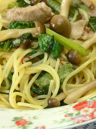 小松菜と豚バラ肉のソース風味スパゲティ