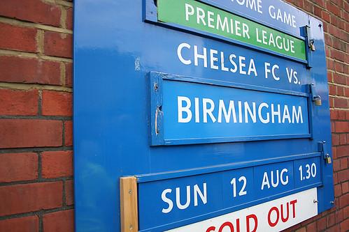 Het klassieke wedstrijdbord voor Stamford Bridge.