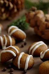 Pfeffernuesse (peppery gingerbread cookies) (Thorsten (TK)) Tags: christmas xmas winter food brown holiday green cookies pine germany weihnachten pepper holidays advent sweet traditional spice seasonal german bakery sweets spicy tradition typical baked christmascookies traditionalfood gebck foodphotography foodpresentation winterly weihnachtsbckerei xmascookies winterfood christmasbakery christmasfood weihnachtsbaeckerei foodstyling pfeffernsse pfeffernuesse germanchristmascookies xmassweets christmassweets traditionalcookies foodtraditions thorstenkraska germanchristmasfood germanfoodtradition germanchristmasbakery weihnachtsbkerei germanxmascookies germanchristmassweets christmasfoodingermany germanychristmascookies