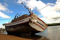 Diagonal (pachenha) Tags: praia beach boat nikon barco kitlens es 1855 aracruz d3000 nikond3000 grupocliques