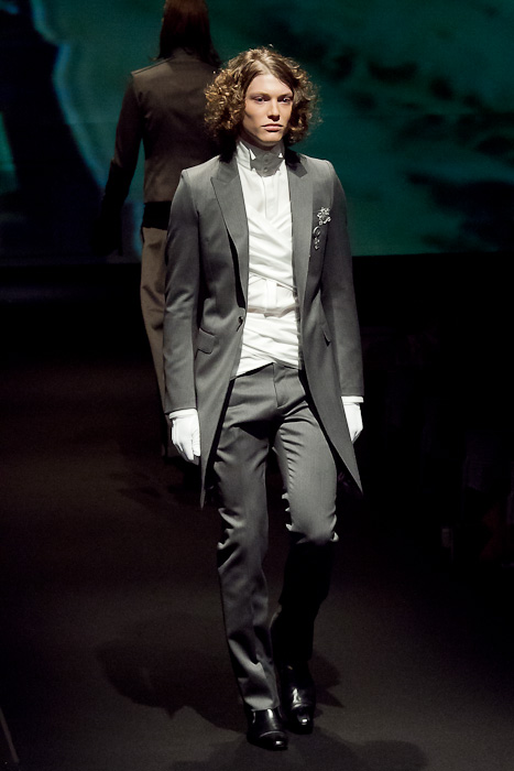 Christopher Rayner3070_FW10_JFW_GalaabenD(Fashionsnap)
