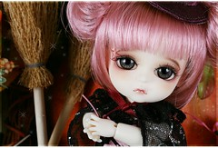 Looking for/WTB: Halloween ver. witch G.Belle (AninhaDias) Tags: halloween yellow doll belle boneca wtb adoption adoo lookingfor procuro lati