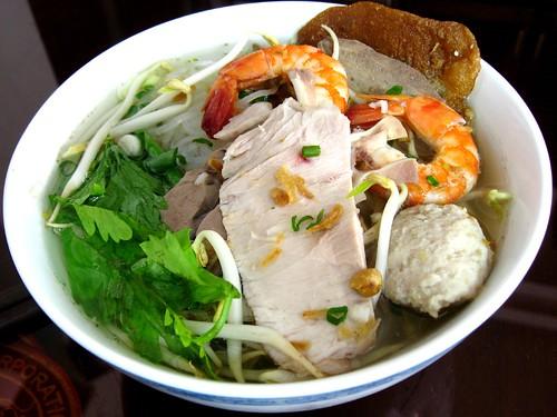Hu tieu Nam Vang (Phnom Penh noodle soup) - a photo on Flickriver