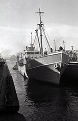 Lorenzo (H320) departs (DarkMyson) Tags: hull trawler kingstonuponhull standrewsdock