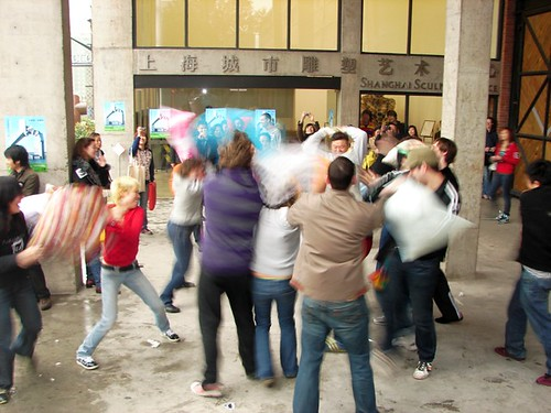 pillowfight 022