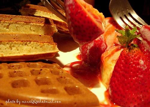 草莓冰淇淋鬆餅@咖啡弄