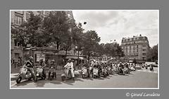 dpart de la randonne. (grard lavalette) Tags: paris film photo nikon vespa scooter bikers argentique grard 11me photographe lavalette ngatif picturesofparis grardlavalette 14mmafd grardlavalettephotographeparis11me
