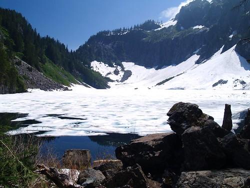 冰封的湖水