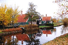 Paesaggio Autunnale (Kaoscube) Tags: holland color fall netherlands dutch leaves foglie river landscape mirror fiume autunno riflessi channel olanda enchanted zaanseschans canale riflesso wetreflections beautifulcapture nationalgeographicbyitalianpeople scenicsnotjustlandscapes landscapesdreams dariojessie kaoscube