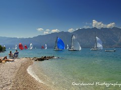 A sit with view... (gardawind) Tags: lake lago garda sailing di vela lakegarda lagodigarda vele gardawind