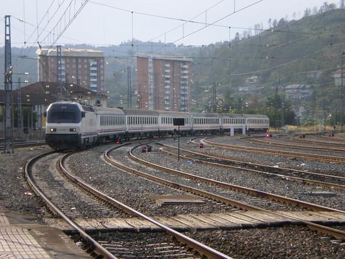 Estrella Vigo-Barcelona entrando en Ourense