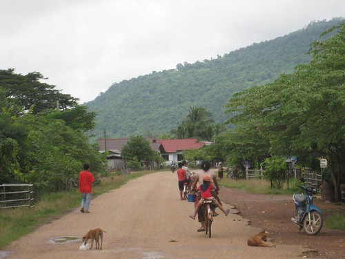 The road to Wat Phu