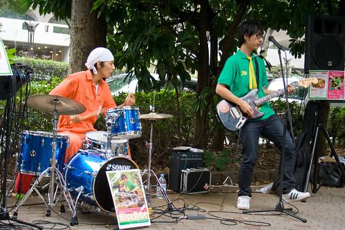 Le batteur et le guitariste du groupe Rice Riot