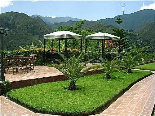 vilcabamba-ecuador-lawn