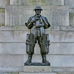 soldier (Leo Reynolds) Tags: canon eos iso400 28mm publicart f95 30d 0ev 0008sec hpexif leol30random grouplondon publicartlondon xsquarex xleol30x xratio1x1x xxx2008xxx