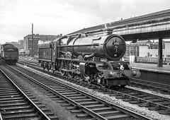 No.6002 'King William lV'. Birmingham (Snow Hill). 7 September 1962 (ricsrailpics) Tags: uk bw steam 1962 kingclass birminghamsnowhill exgwr uksteampool