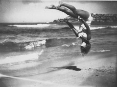 Peggy Bacon in mid-air backflip, Bondi Beach, Sydney, 6/2/1937 / by Ted Hood (State Library of New South Wales collection) Tags: ocean sea bw woman white black beach sport windyday fun hoh waves headoverheels upsidedown wind action femme australian free australia running flip beaches grainy frau bondibeach sprung tumbling gymnastic 1937 mortal akrobatik somersault backflip retrofashion statelibraryofnewsouthwales headoverheals xmlns:foaf=httpxmlnscomfoaf01 peggybacon tedhood beachobatics northbondilifesavers floatingthroughair commons:event=commonground2009 foaf:depicts=httpnlagovaunlaparty789119 gluecksmomente