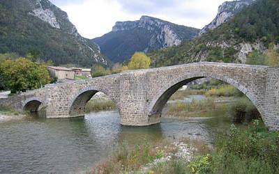 puente sobre el r�o Esca en el Valle del Roncal