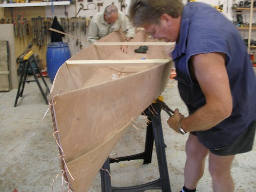Eureka plywood canoe - stitch and glue boat plan