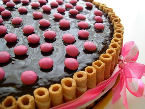 Bolo de chocolate cor de rosa