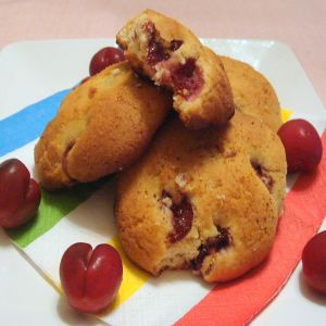 cherry almond sour cream scones