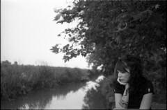 * (rumorebianco) Tags: portrait people bw tree film tattoo 35mm river thoughtful bodylanguage muse fullframe nocrop clo kodaktrix400 zeissdistagon3528 contax137 villaspinosa