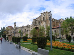 "Leon Parador & Museum • <a style=""font-size:0.8em;"" href=""http://www.flickr.com/photos/48277923@N00/2623012592/"" target=""_blank"">View on Flickr</a>"