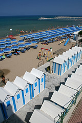 Cabine (six72) Tags: sea italy beach canon italia mare tuscany toscana umbrellas bagno ombrelloni spiaggia cabine eos400d six72 bagnomediterraneo