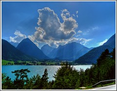 Achensee, Pertisau & Sonnjochgruppe (Claude@Munich) Tags: sea lake reflection green water geotagged austria see tirol sterreich wasser bergsee hdr tyrol achensee karwendel pertisau claudemunich sonnjoch platinumphoto dristenkopf schaufelspitze sognidreams geo:lat=47444837 geo:lon=11716511 feilkopf sonnjochgruppe bettelkarspitze